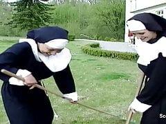 Une nonne défoncée secrètement par l'artisan