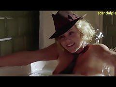 Charlize Theron Nu En Tête Dans Les Nuages ScandalPlanet.Com