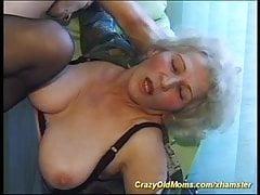stará prsatá matka je dnes extrémně nadržená