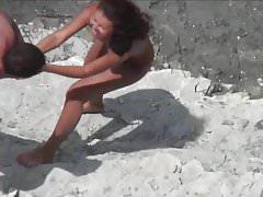 Scambisti sulla spiaggia