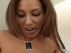 Smalltitted Brunette pieprzy Big Dicka