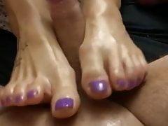 Ballmassage avec ses jolis pieds sexy