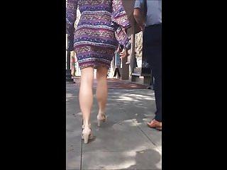 Candid - Big ass bimbo in skirt bouncing