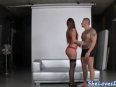 Stockinged babe assfucked i spryskane spermą