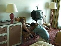 żona z owłosionymi cipkami na wysokich obcasach dostaje analny gapi na wakacje