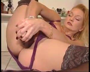 Девушка мастурбирует анал парня