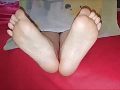 Pitsa przesuwa swoje seksowne stopy (rozmiar 39)