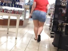 BBW PAWG in Jeans Shorts Asscalator