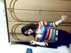 Heißes arabisches Mädchen, das 017 tanzt