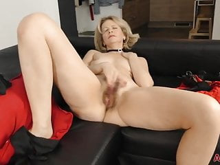Blonde Milf Mature video: Diana V Eyes Wide Shut Masked Hairy Mature MILF Sex