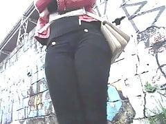 Bucetudinha Student an der charmanten Bushaltestelle