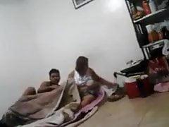 Camma di spionaggio indiana di mamma e figlio