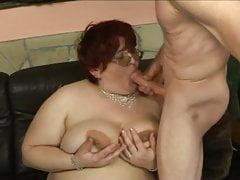 Rousse BBW maman baisée par un gars maigre