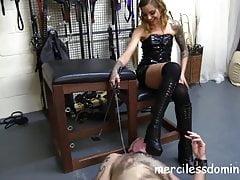 Kneel 4 Mistress Nikky - Stiefelanbetung und französische Dominanz