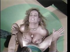 Vintage-Busty Slut veut être une Showgirl 03-Dancing & Blowing