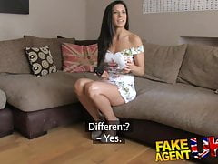 FakeAgentUK Sesso da ufficio per una spagnola spagnola