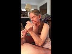Babička dává nejlepší ruční práci.