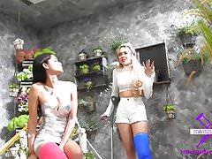 Fetisch-Concept.com - 2 dziewczyny z długą laną nogawką Flowershop1