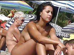Zuhause D20 - Heißes FKK-Mädchen am Strand