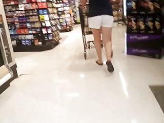 Milfs Voyeur video: Tall white milf nice legs