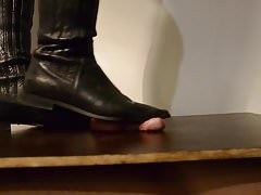 Kohoutek s kuličkovými černými botami