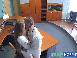 與醫生和護士的熱性交