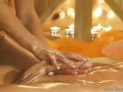 Golden Handjob Massage De MILF