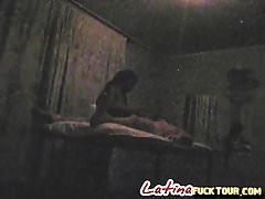 Sesso a doggy subdolo nella sala massaggi