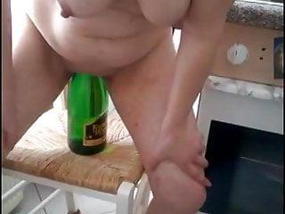 Pov Mature Wife video: Trakhayetsya s butylkoy