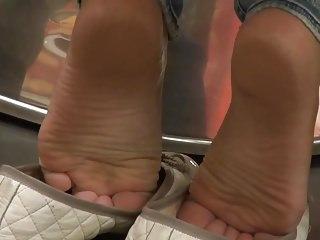 Hidden Cams Femdom xxx: barefoot shoeplay