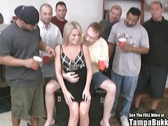 Kleiner Titty Country Blonde Wilder Gangbang