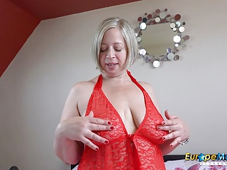 Fingering Softcore Milf video: EuropeMaturE Hot Lady Shooting Star Mature Solo