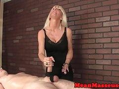 Dom Milf Masseuse Roping Bälle und Schwanz