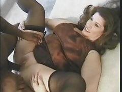 Monica uwielbia ciężki seks analny i oral