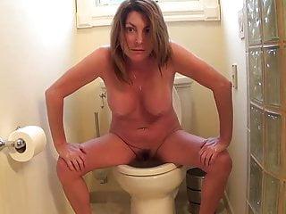 Brunettes British Girl video: Girl Pee Fart
