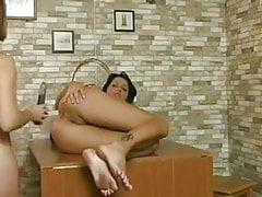 2 filles jouant avec SexToys et StrapOn