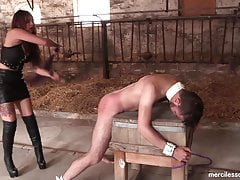 Good Slave Get Reward - Gioco doloroso con Dominatrix francese