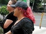 Madre e hija, 2 CULONAS en la calle
