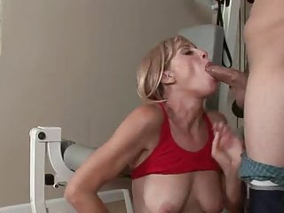 Hardcore Blonde xxx: Skinny blonde mature ass and pussy fucked in a gym
