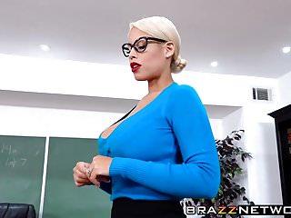 豐滿的老師bridgette b引誘她的年輕學生