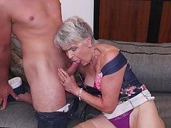 Junge verbringt ein Wochenende mit Oma Lady Sextasy