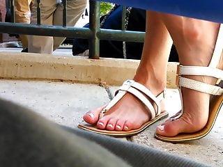 Milfs Foot Fetish porno: candid teacher feet