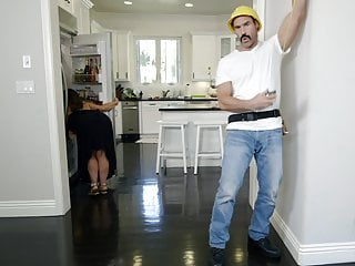 Construction worker fucks the housewife Raven Hart