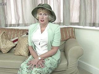 英國女士展示了她頑皮的一面