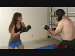 MMA boj: Cindy vs Headgear Guy