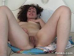 Lovely Yanks Lara Lyon Masturbates