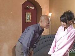 Konoha prst pošuká a hraje její vlhkou kundičku smyslným způsobem