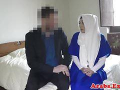 Hijab musulmán doggystyled antes de chupar la polla