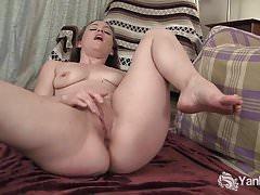 Yanks Cutie Lou Lebonne spielt mit ihrer Pussy