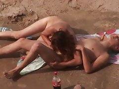 Voyeur. Blasen und Sex am öffentlichen Strand